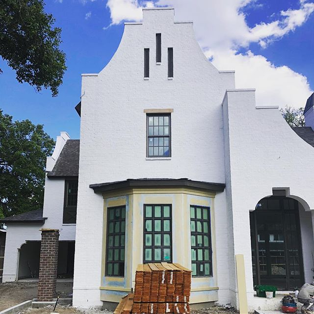 We are getting close to completing our River Ridge custom. This house is littered with details. Can't wait to get finished photos and get this family moved in! • • • • #follow #instadaily #instaphoto #home  #colonyhomes #buildcolony #louisiana  #interiors #design #interiordesign #architecture #construction #custom #luxuryhomes #customhomes #customhomebuilder #custombuilder #construction #luxuryhome #homebuilder #residentialconstruction #customhome #buildersofig #buildersofinsta