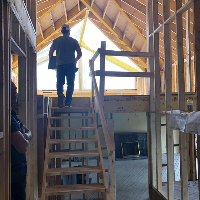 "Scroll to last photo and you'll see where this large, bright, ""pod room"" is being added - right side of hip roof, barely noticeable. In a good way ;). #addition #hiproof #dormers #custom #glass @division_8_openings #cathedralceiling #renovation #architecture #design #interiordesign #construction"