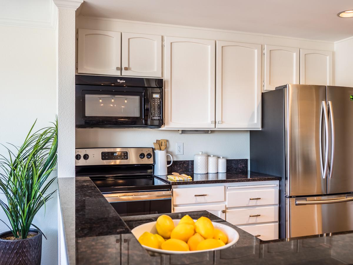 kitchen5_lores.jpg