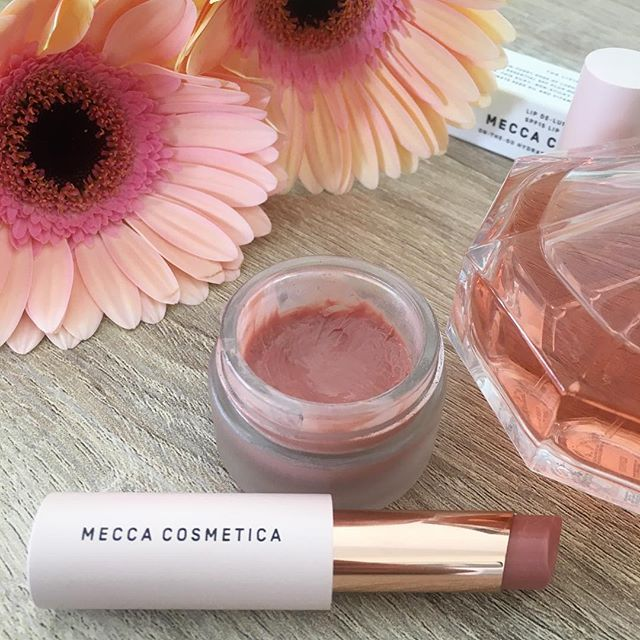 My favourite lip balm @meccamaxima lip de luscious spf15 now comes in stick form! 💄 . This means for easier application i can keep the pot as my every day lip product and pop the stick version in my purse when im going out for the night. . It is a hydrating balm with a touch of colour, my favourite being this one - nude! Its Great if you arent a fan of wearing lipstick but still want a nice glossy look. I love the pretty packaging too 😍 . . . . @meccacosmetica  #makeup #makeupartist #mecca #lipbalm #cosmetics #product #motd #beautyblogger #productsilove #makeupblogger #discoveryunder2k #discoverunder5k #meccabeautyjunkie #meccacosmetica #meccamaxima