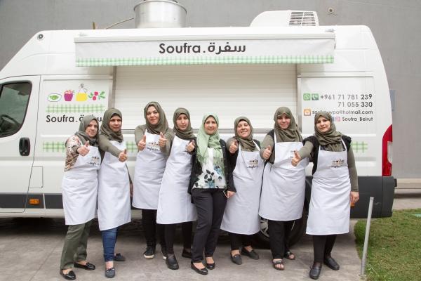 Réfugiées, palestiniennes, elles se lancent avec un food truck au Liban    TV5