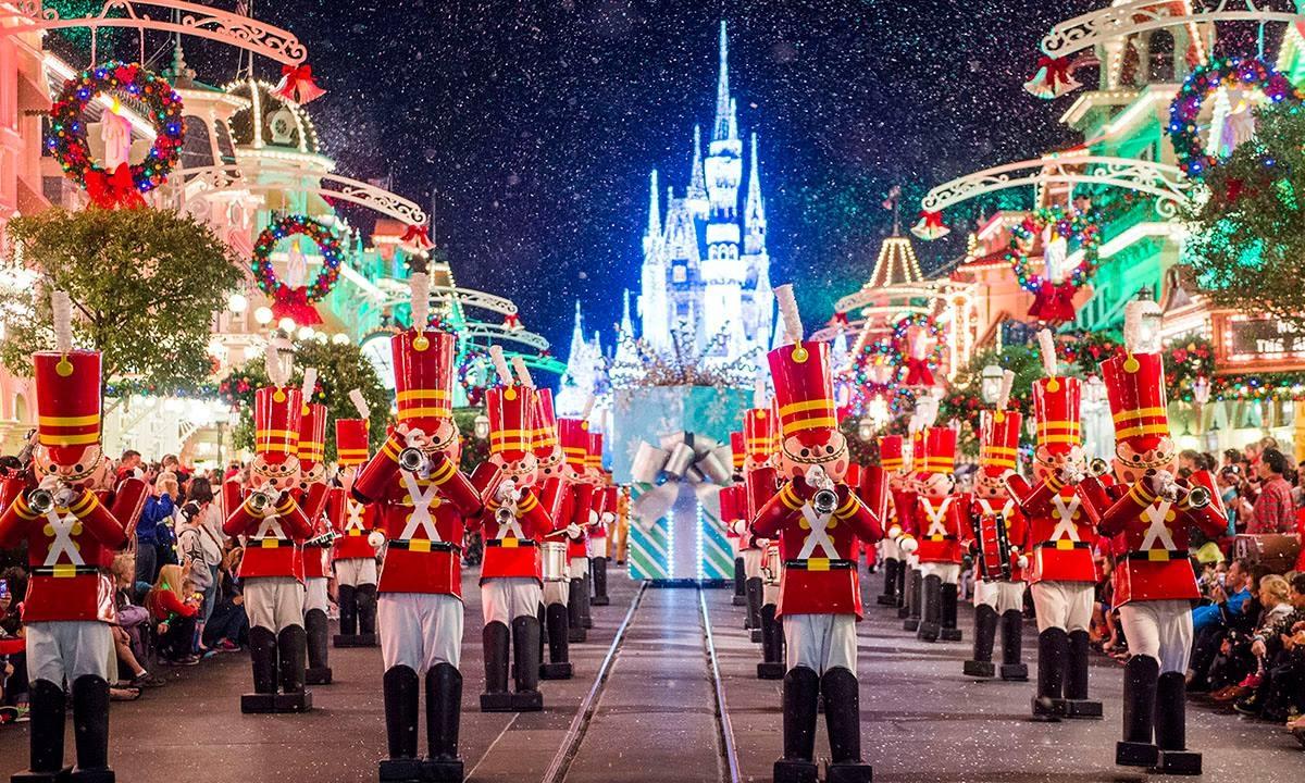 christmas+parade.jpg