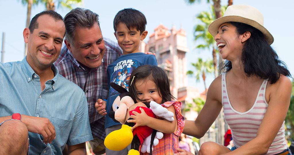 Feature-Cardmember-Tips-Multi-Generational-Family.jpg
