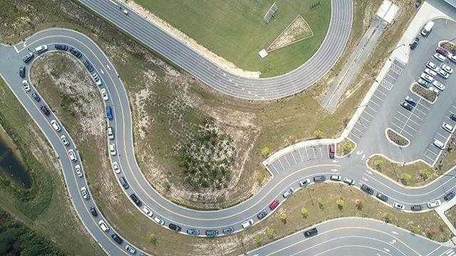 Carpool. . #dronestagram #drone #aerialphotography #ncphotographer #dji #phantom4 #phantom4pro #cars #carpool #windingroad #apexnc #hollysprings #carync #raleighnc #durhamnc #chapelhill #fuquayvarina