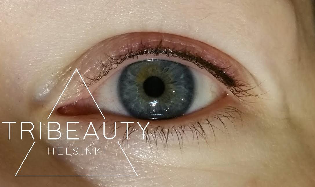 Eyelinerista on mahdollista tehdä hyvin ohut ja luonnollinen. Kuvan asiakkaan toiveena oli jättää silmän sisänurkka kokonaan pigmentoimatta. Kuva on otettu heti ensimmäisen käsittelyn jälkeen.