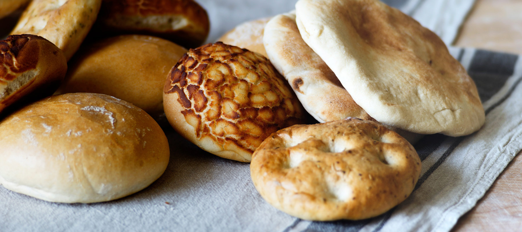 Rolls - Pita, bagels, foccachia, Pão de Deus, Pão Tigre and plenty more