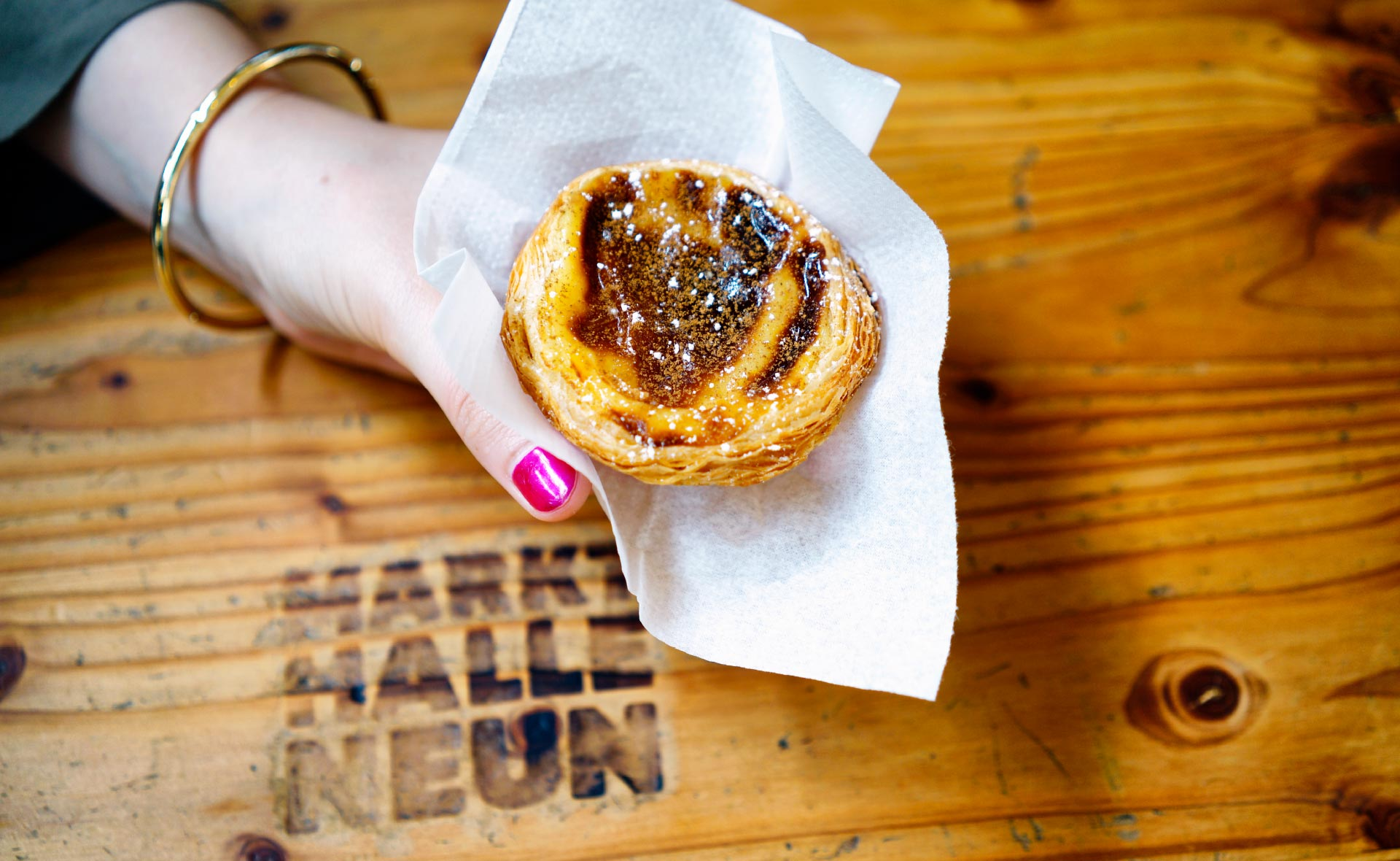 Bekarei on the roadKreuzberg - Now in lively Markthalle Neun: the city's best Pastel de Nata and more Portuguese and Greek delicacies!