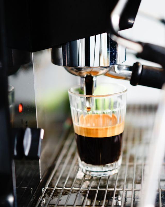 Start fresh with a great cup of coffee, to go or to stay! . . . #bekarei #berlinlovescreativity #berlinstagram #kitchenbowl #coffeeoftheday #cotd #buzzfeed #coffeelovers #coffeeaddict #coffeegram #feedyoursoull #berlinfood #berlinfoodie #instacoffee #caffeine #berlinfoodguide #berlin365 #berlinfoodstories #berlinworld #myberlin #foodspots_berlin #morningcoffee #droolclub #goodeats #foodlove #berlincoffee #galão #portuguesecoffee #coffee