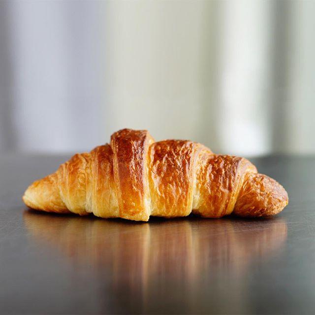 Start your perfect summer day with a real french croissant. . . . #lesvacances #croissants #bekarei #frenchstyle #petitedejeuner #kitchenbowl #huffposttaste #tastingtable #buzzfeed #foodpics #nomnom #foodporn #feedyoursoull #berlinfood #berlinfoodie #berlingram #foodberlin #berlinfoodguide #berlin365 #berlinfoodstories #berlinworld #myberlin #foodspots_berlin #droolclub #goodeats #leckerschmecker #foodisfuel #bakings
