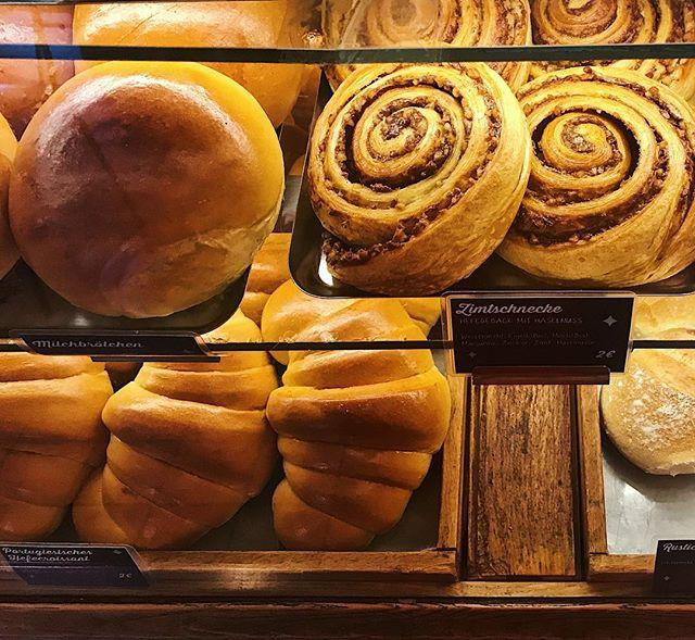 Good Morning! These freshly baked treats are waiting for you now in our café Bekarei at Dunckerstraße 23. . . . #bekarei #thegoodbakingcompany #portuguesespecialities #greek #cinammonroll #croissants #milkbuns #buns #painauchocolat #pasteldenata #berlinlovescreativity #berlinstagram #huffposttaste #tastingtable #onthetable #buzzfeed #feedyoursoull #berlinfood #berlingram #berlinfoodguide #berlinfoodstories #foodspots_berlin #portuguesepastry #foodlove #beautifulcuisines #baking #thatsdarling