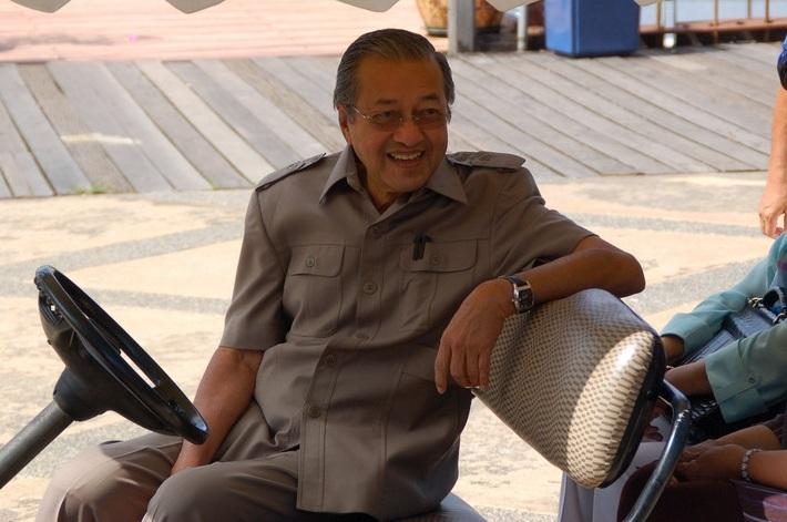 Mahathir%252Bwife.jpg