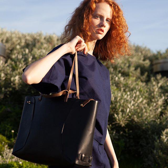 XL veg-tanned leather tote bag Victor with contrasted straps . . . . . . . #vegtanleathergoods  #xltotebag  #durablebag  #frenchfashionbrand