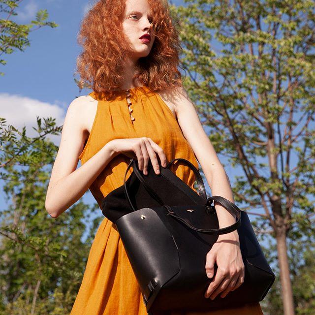 Never traveled without my faithful companion Victor tote bag . . . . . . . #parisfashionweek#frenchfashionbrand #parisianboutique #leatherbrand  #vegtanleathergoods#frenchknowhow