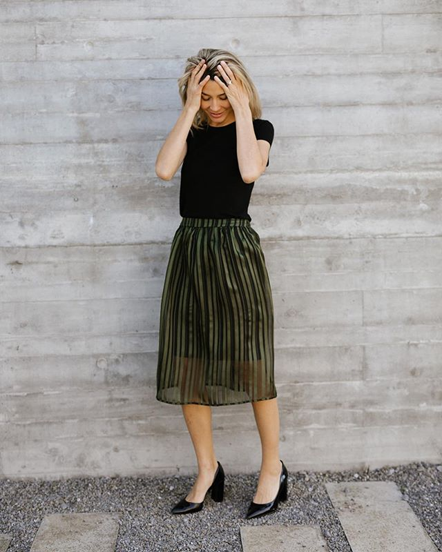Nothing better than a good forest green! Plus a little classic black... plus just a bit of transparency... the perfect MIDI Skirt. . . . #ruevautier #springlook #pretaporter #readytowear #newcollection #swissdesign #slowfashion #newfashion #style #localproduction #ecolux #sustainablefashion #swissmade #geneva #lausanne #swissfashion #genevabrand #summerfashion