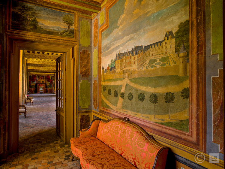 Mural of the Château & Red Canapé