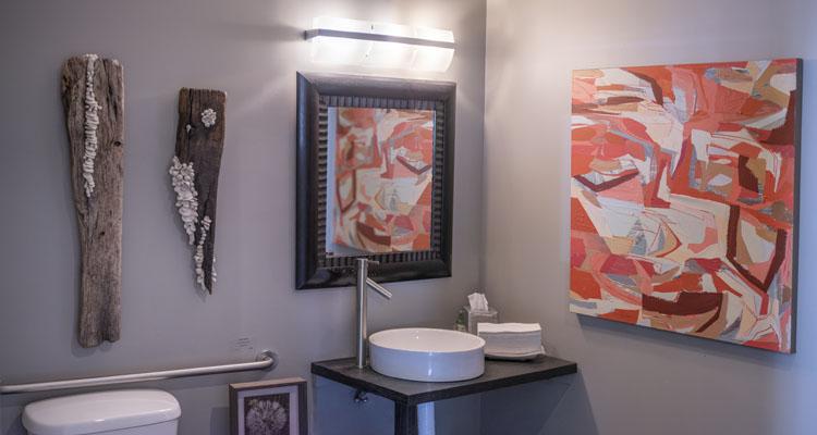 MidGallery-3-BathroomB-Pano.jpg