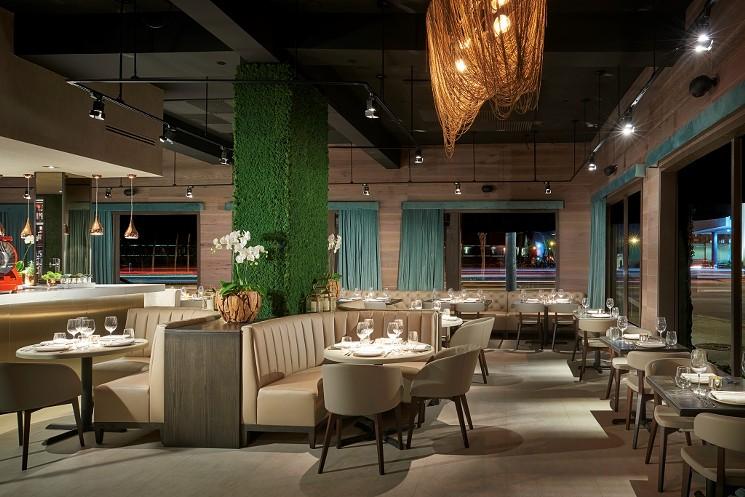 restaurant_interior_2.jpg