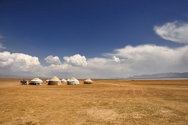 kirghizstan-lac-song-kol-camp-yourtes-3.jpg