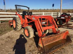 Tractor, Kabota LA723 With Out Attatchments