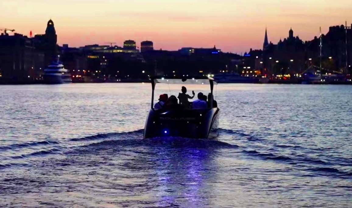 stockholm by night - There's something truly magical about the atmosphere when having a boat tour in the evening. The lights from the city reflecting on the water, the silence, the calm air… It's all about you.