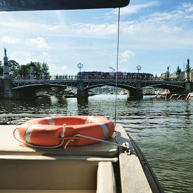 Choose Solar Boats. Choose no crowd, no smell and no noise.  Book your boat tour on www.solarboats.se!  #visitstockholm🇸🇪 #stockholm #djurgardsbron #stockholmsightseeing