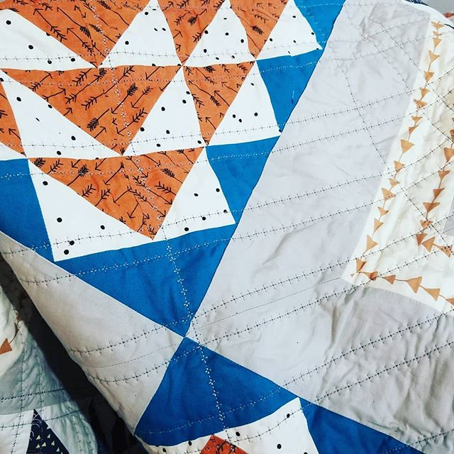 Pulled this guy out. I'm behind on all my projects 😆!! So, stitching away tonight while binging some #janethevirgin 💙 I opted for decorative stitch 62 on my @pfaffsewing Quilt Expression 4.2, which is a really pretty plus sign stitch. It's not my typical working choice, but I LOVE how it's adding a bit of foksy texture! Oh, and @nancypurvisstudio sewed the quilt top!!! I am a super obsessed fan girl (don't worry, I keep it at a healthy, non-stalker level 😆😆) and I snatched it up when she listed it for sale. It's cool that when I snuggle under this quilt, I'll know that we both made it 😎 #quiltersofinstagram #quiltsofinstagram #modernquilting #quiltingismybliss #nancypurvis #pfaffy #pfaff #sulky