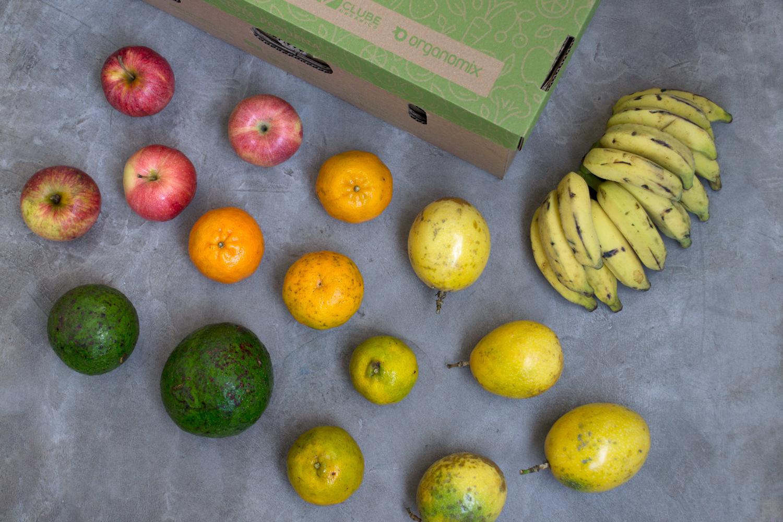 Cesta de frutas orgânicas -