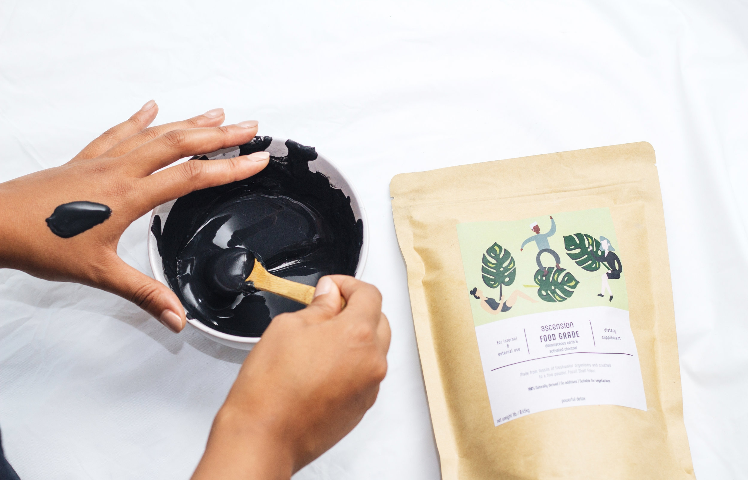 Diatomaceous Earth & Activated Charcoal - Try our new multi-use powder blend. This mix acts as a natural magnet to draw out toxins, heavy metals, chemicals, dirt and other micro-particles to the surface of the skin and inside the body. Helping you to achieve a flawless complexion, fight acne and have great health all in ONE.