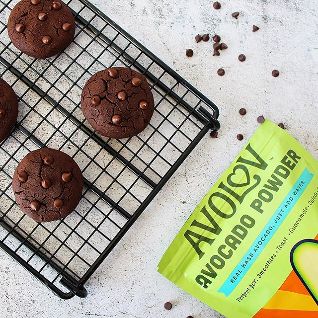 Dreaming of these Chocolate Avocado Cookies 🍪 💭⠀⠀⠀⠀⠀⠀⠀⠀⠀ ⠀⠀⠀⠀⠀⠀⠀⠀⠀⠀⠀⠀⠀⠀⠀⠀⠀⠀ ⠀⠀⠀⠀⠀⠀⠀⠀⠀ ⠀⠀⠀⠀⠀⠀⠀⠀⠀ Ingredients: ⠀⠀⠀⠀⠀⠀⠀⠀⠀ 1 1/4 Cups All-Purpose Gluten Free Flour  1 TSP Baking Powder ⠀⠀⠀⠀⠀⠀⠀⠀⠀ 2/3 C Fair Trade Cocoa ⠀⠀⠀⠀⠀⠀⠀⠀⠀ 1/4 Cup Coconut Oil ⠀⠀⠀⠀⠀⠀⠀⠀⠀ 1/4 Cup @eatavolov Avocado Powder  2 TBSP Organic Maple Syrup  1/2 Cup Coconut Milk ⠀⠀⠀⠀⠀⠀⠀⠀⠀ 2 TSP Vanilla Extract ⠀⠀⠀⠀⠀⠀⠀⠀⠀ 2 TSP Cinnamon ⠀⠀⠀⠀⠀⠀⠀⠀⠀ 1/2 Cup Vegan Chocolate Chips ⠀⠀⠀⠀⠀⠀⠀⠀⠀ ⠀⠀⠀⠀⠀⠀⠀⠀⠀ ⠀⠀⠀⠀⠀⠀⠀⠀⠀ ⠀⠀⠀⠀⠀⠀⠀⠀⠀ #eatavolov #avocadopowder #glutenfree l #plantbased #vegansofig #foodie #poweredbyplants #instagood #plantbaseddiet #buzzfeast #eatclean #healthy #healthyish #buzzfeedfood #cookies #veganrecipes