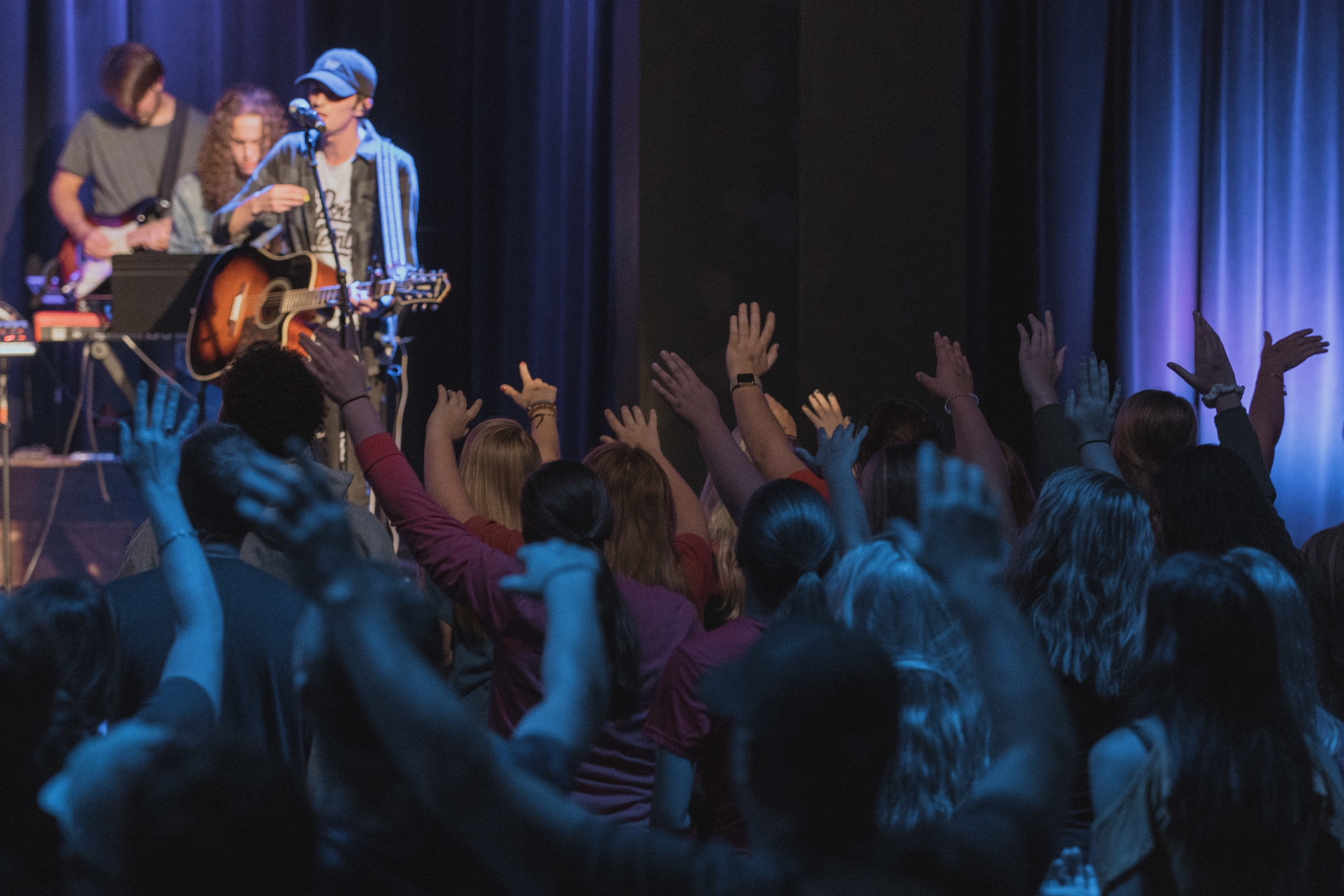 Live to Worship - We find life by bringing God glory through a living worship; reading his Word, praying to Him and singing about His greatness.