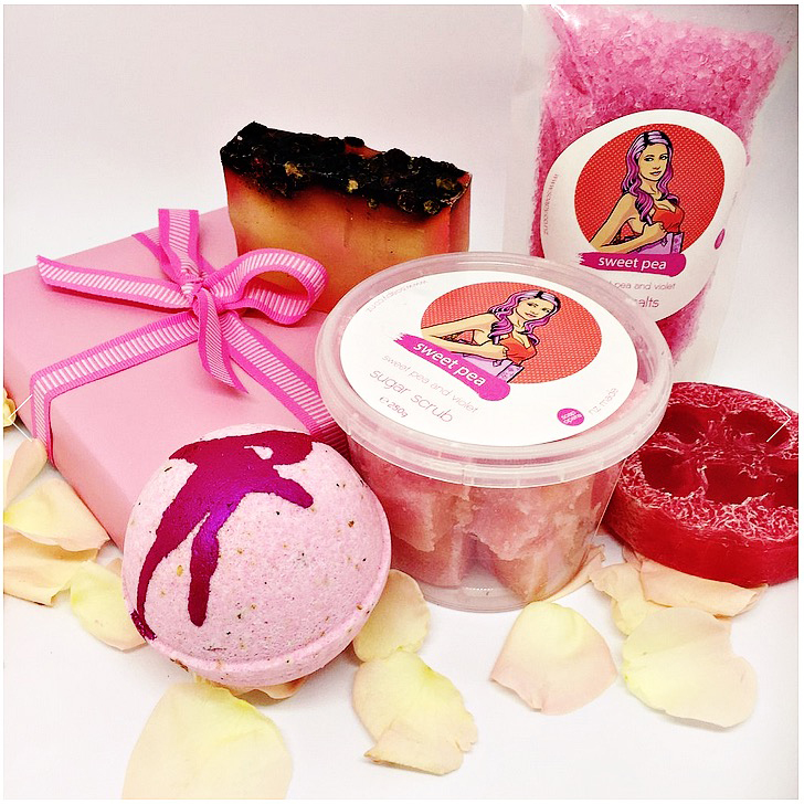 The beautiful Sweet Pea Rose gift set includes two handmade soaps, a bath bomb, bath salts and sugar scrub cubes.  www.soapoperaproductionsnz.com