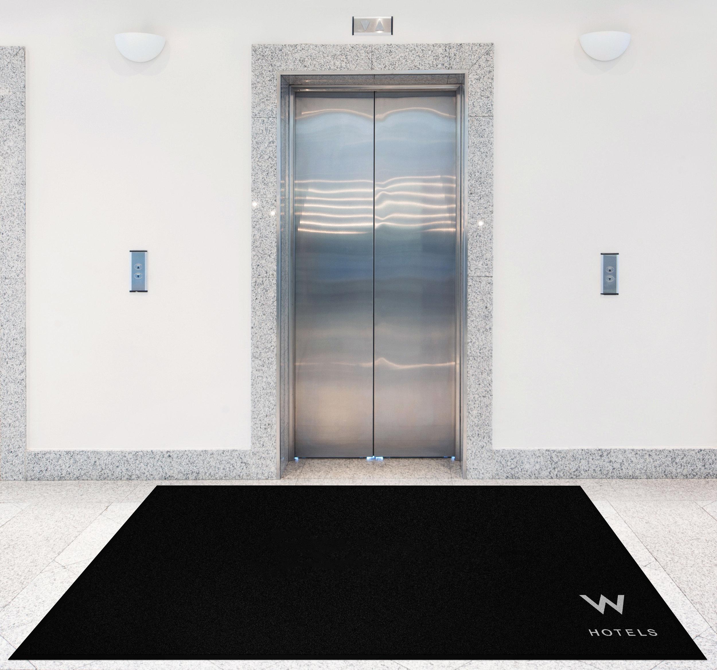 elevator-fjernet-tekst-på-matten.jpg