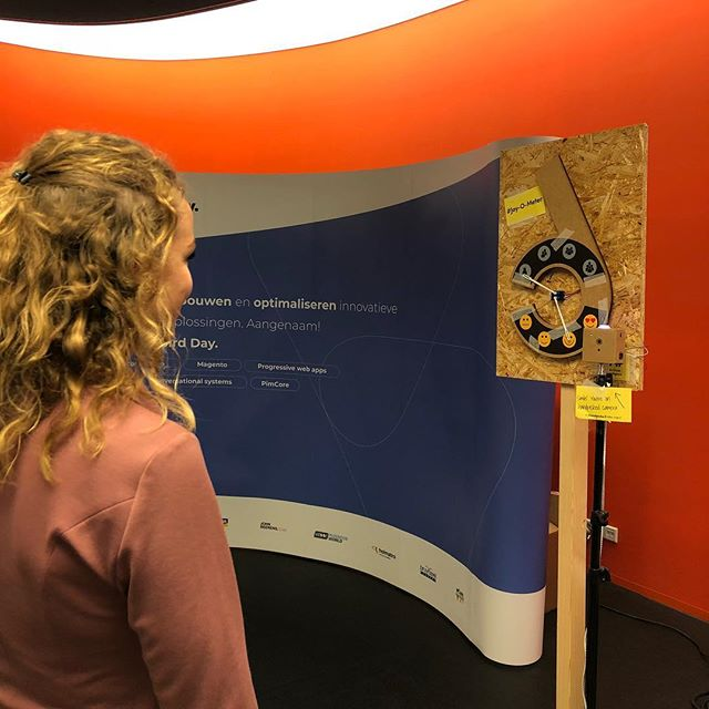 Joy O meter on tour! Come try it out at the @bluebirdday_nl stand during conversational commerce event @frankwatching  #conversationalcommerce #ai #googleaiy