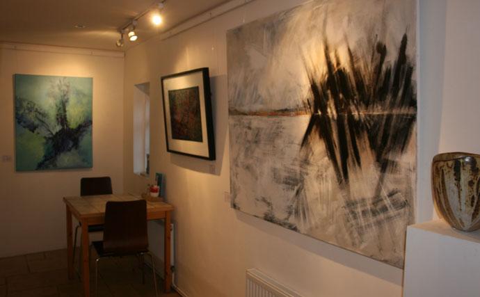 inside-White-Stones-Gallery-exhibitions.jpg