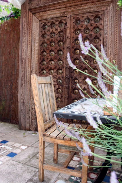 photo-of-seating-area-in-sculpture-garden-with-giant-antique-wooden-door-portland-dorset.jpg