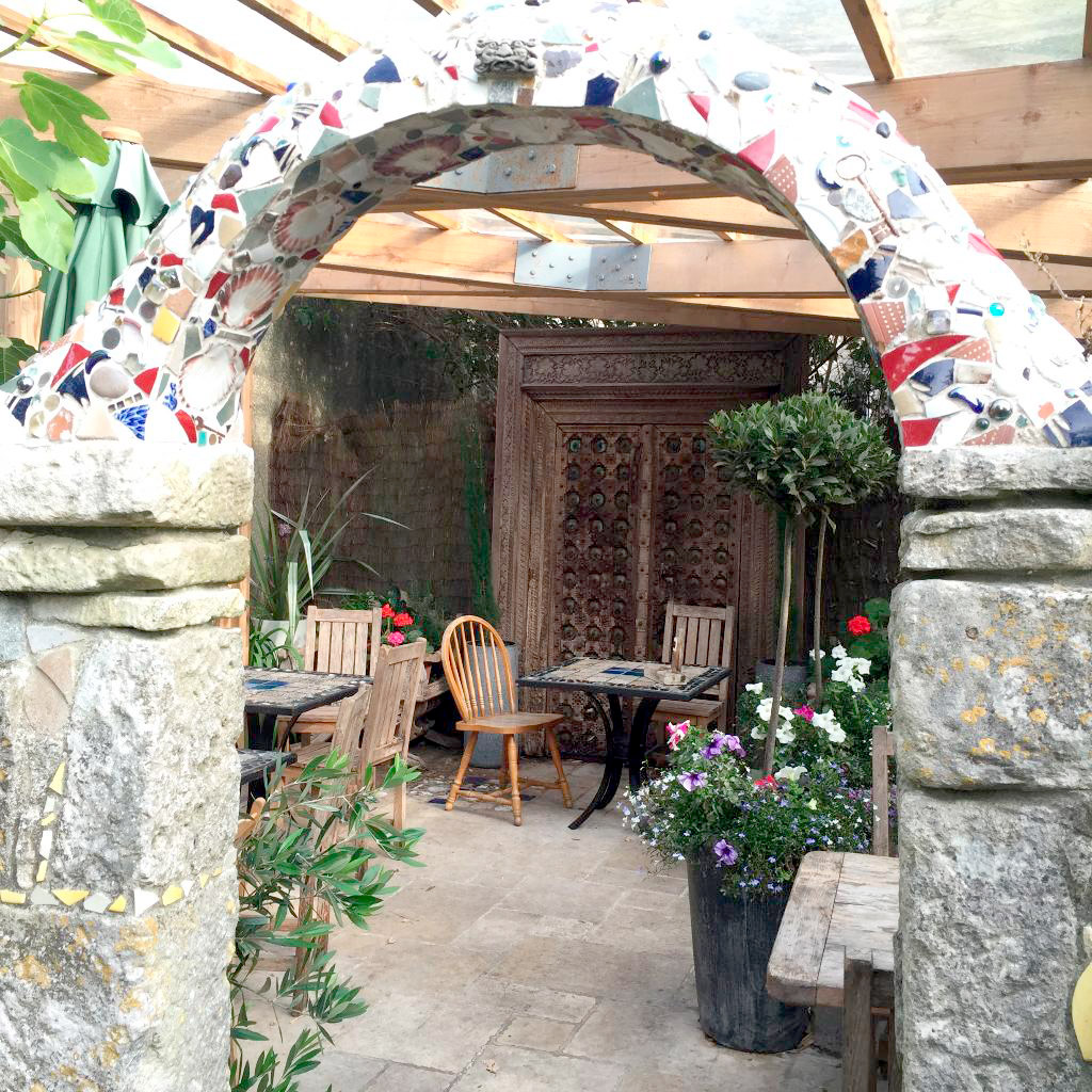 secluded-courtyard-with-mosaic-arch-white-stones-cafe-art-gallery-portland-dorset.jpg