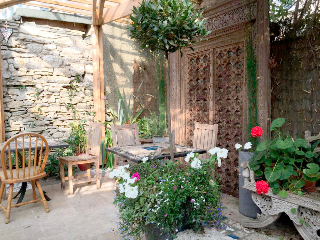 sheltered-courtyard-photo-sculpture-garden-white-stones-cafe-art-gallery-portland-dorset.jpg