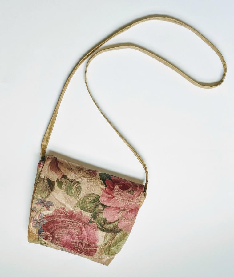 One-piece Cross Body Handbag - Reach for your fabric scrap and sew a cute DIY handbag. Perfect for your essentials.