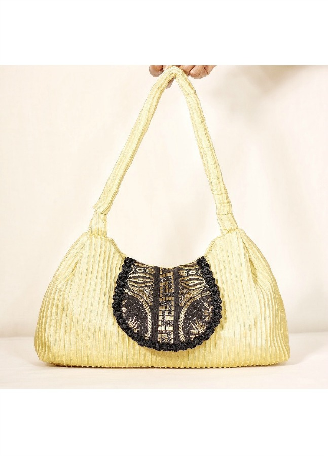 Summer Look - Step out in fashion with a DIY handbag on your shoulder Made with drapery fabric.