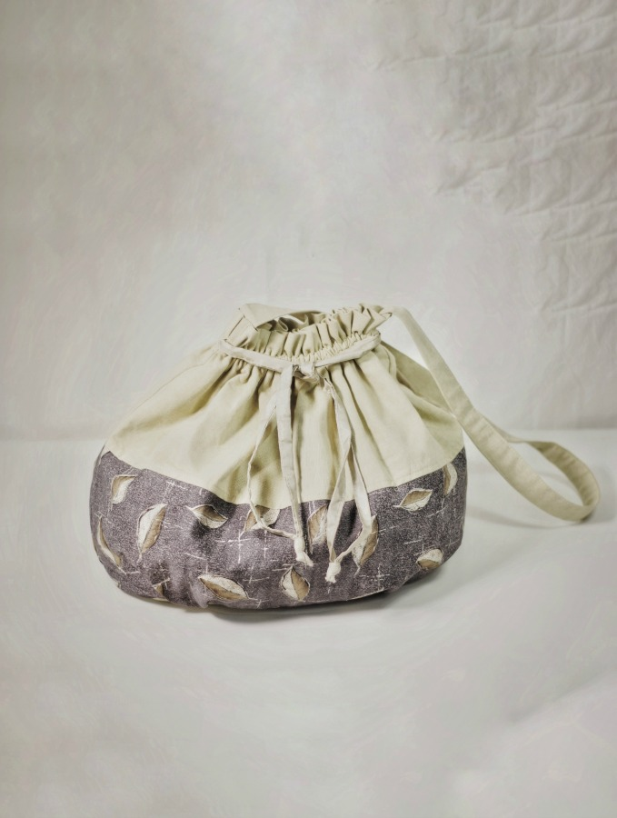 Above:  DIY summer handbag: Made from drapery fabric remnants.