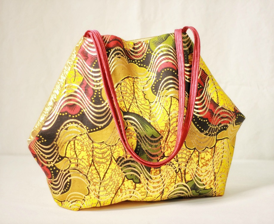 Above:  Tote a bit of summer sunshine. This DIY fabric handbag is made of 100% cotton and lined with a poly/cotton fabric – a perfect punctuation accessory.