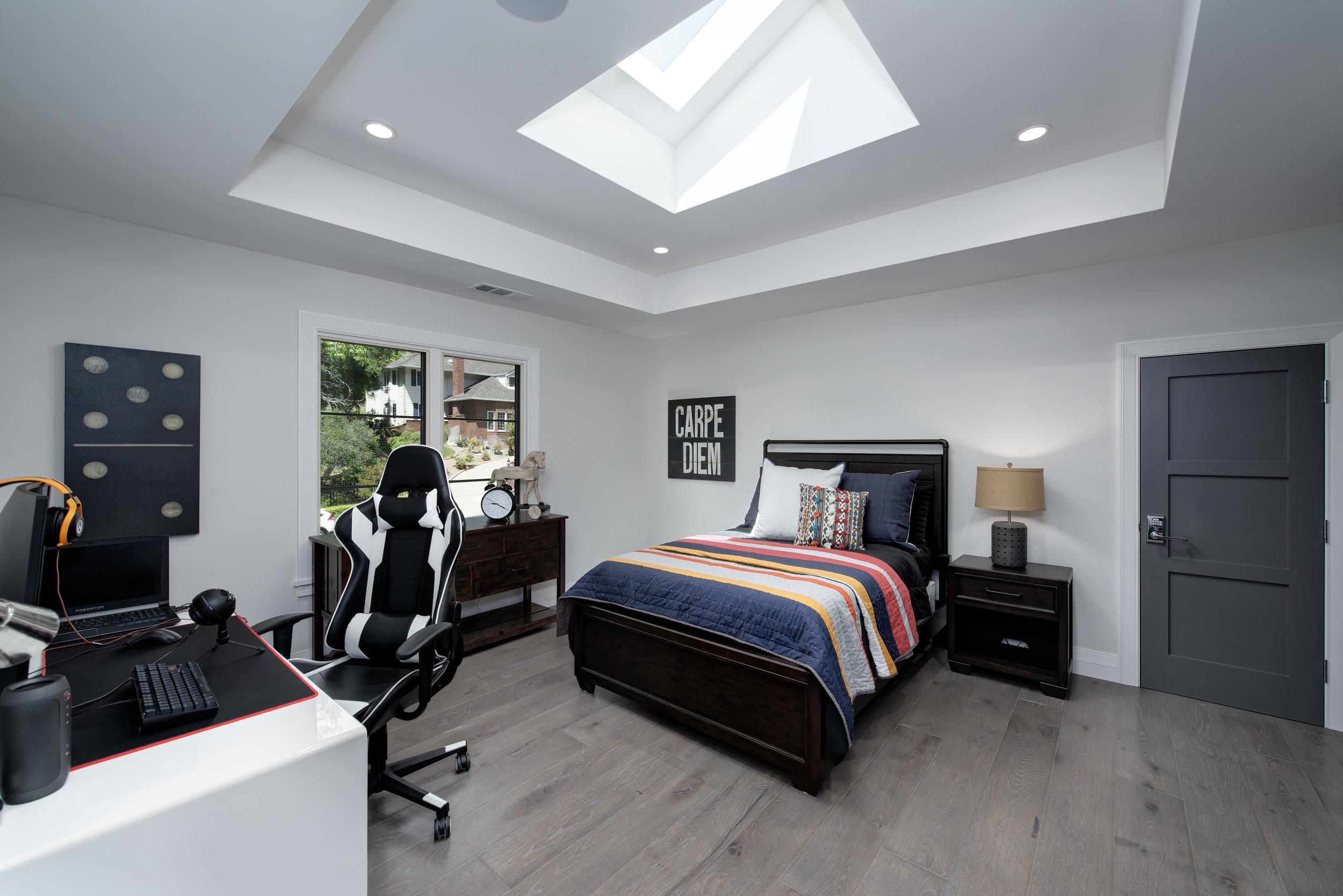 38_Bedroom2.jpg