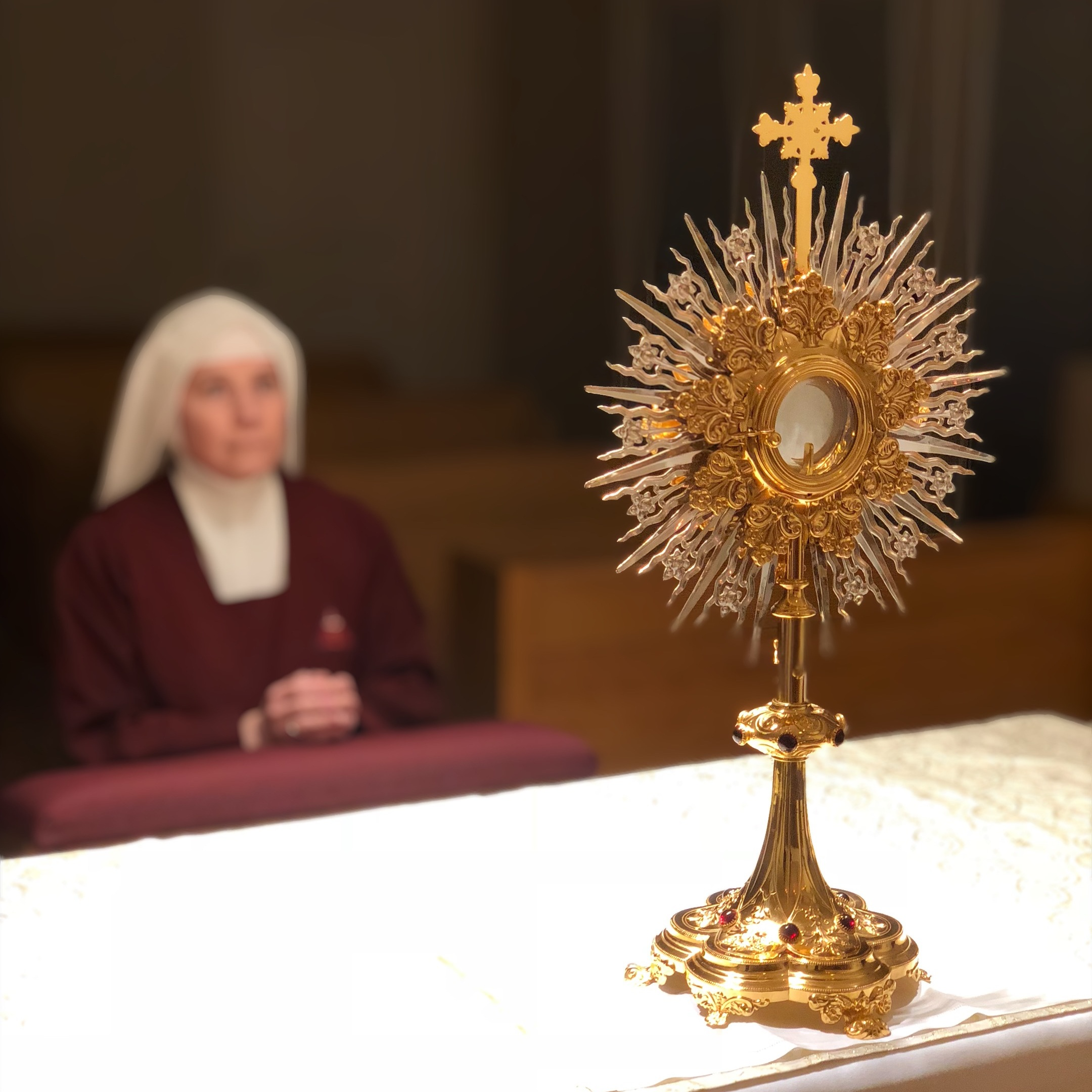 A Handmaid of the Precious Blood in nocturnal Adoration