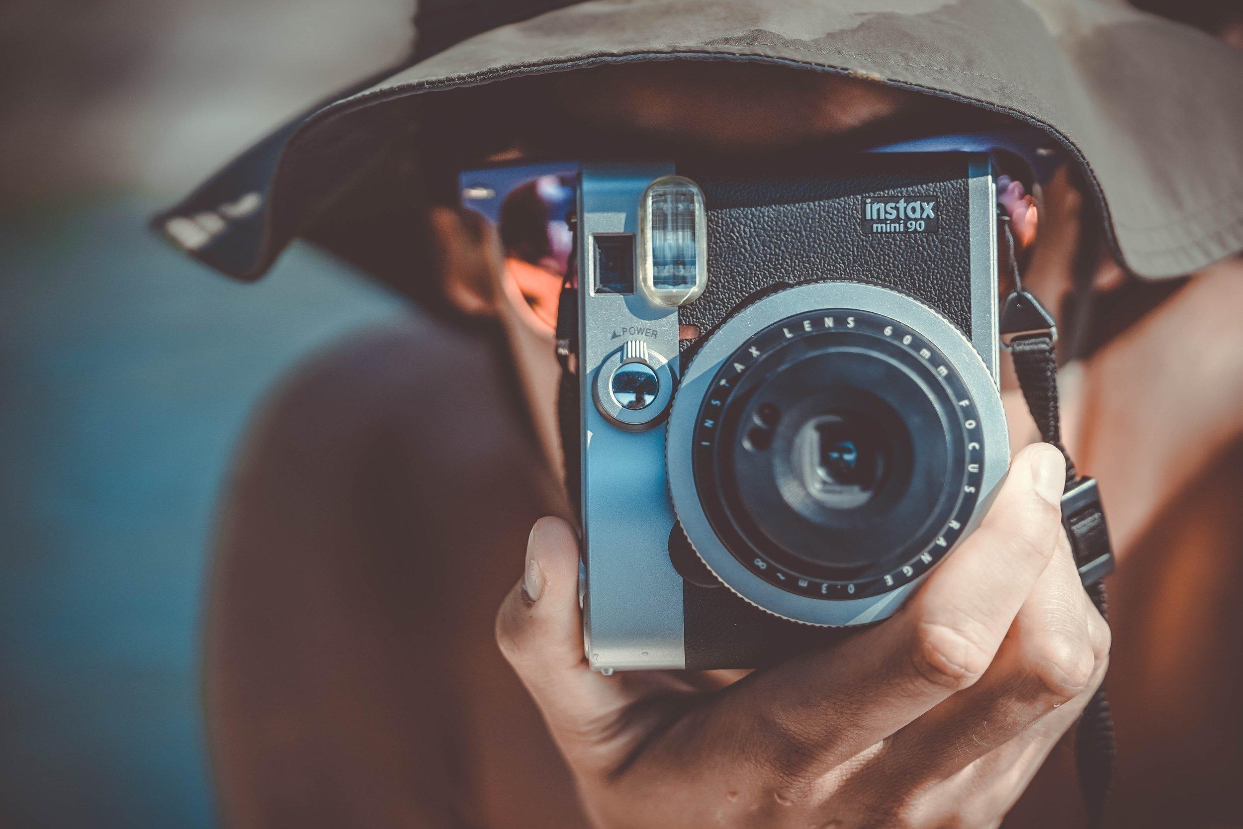 Analoge Fotografie im Zeitalter der digitalen Transformation - Photo by Eric Ward on Unsplash