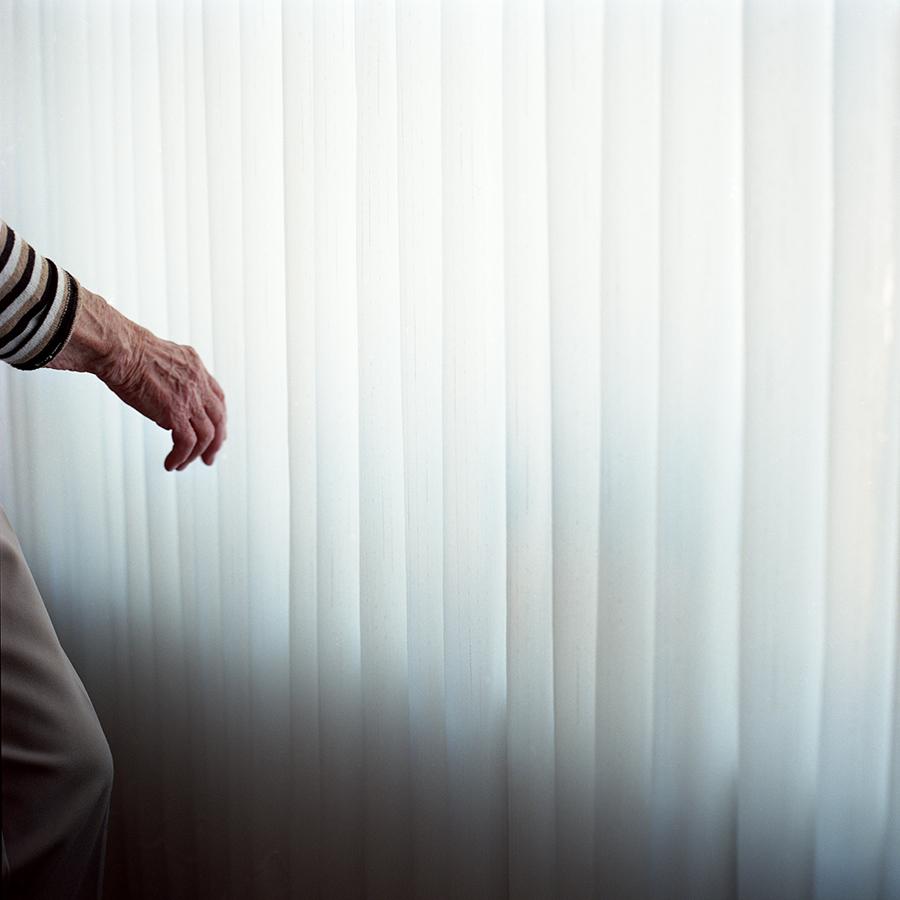 10_Hand_with_Curtain.jpg