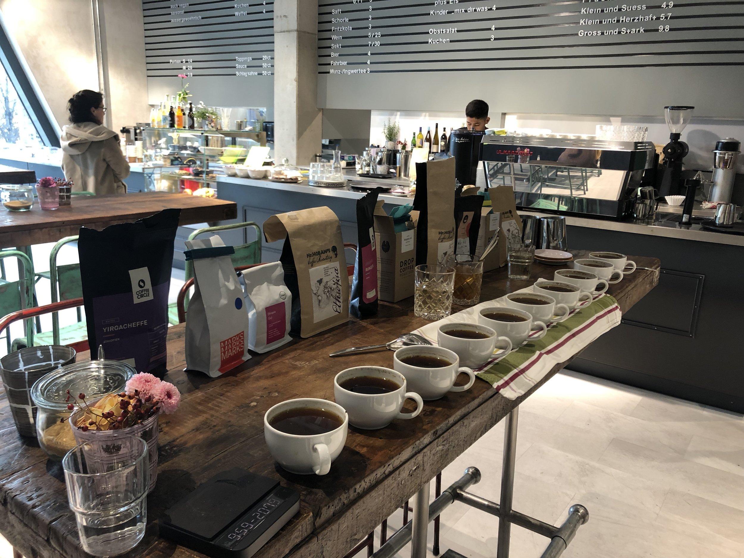 Cuptasting verschiedener Kaffeesorten anderer Röstereien im Vergleich zu Mr. Hobans Coffee
