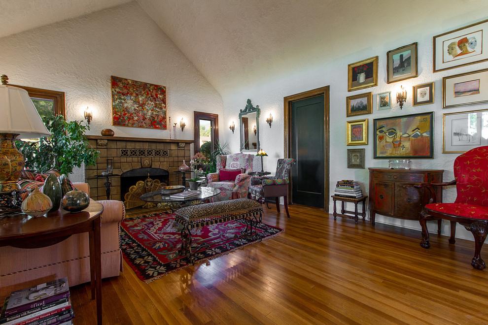 traditional-living-room-1.jpg