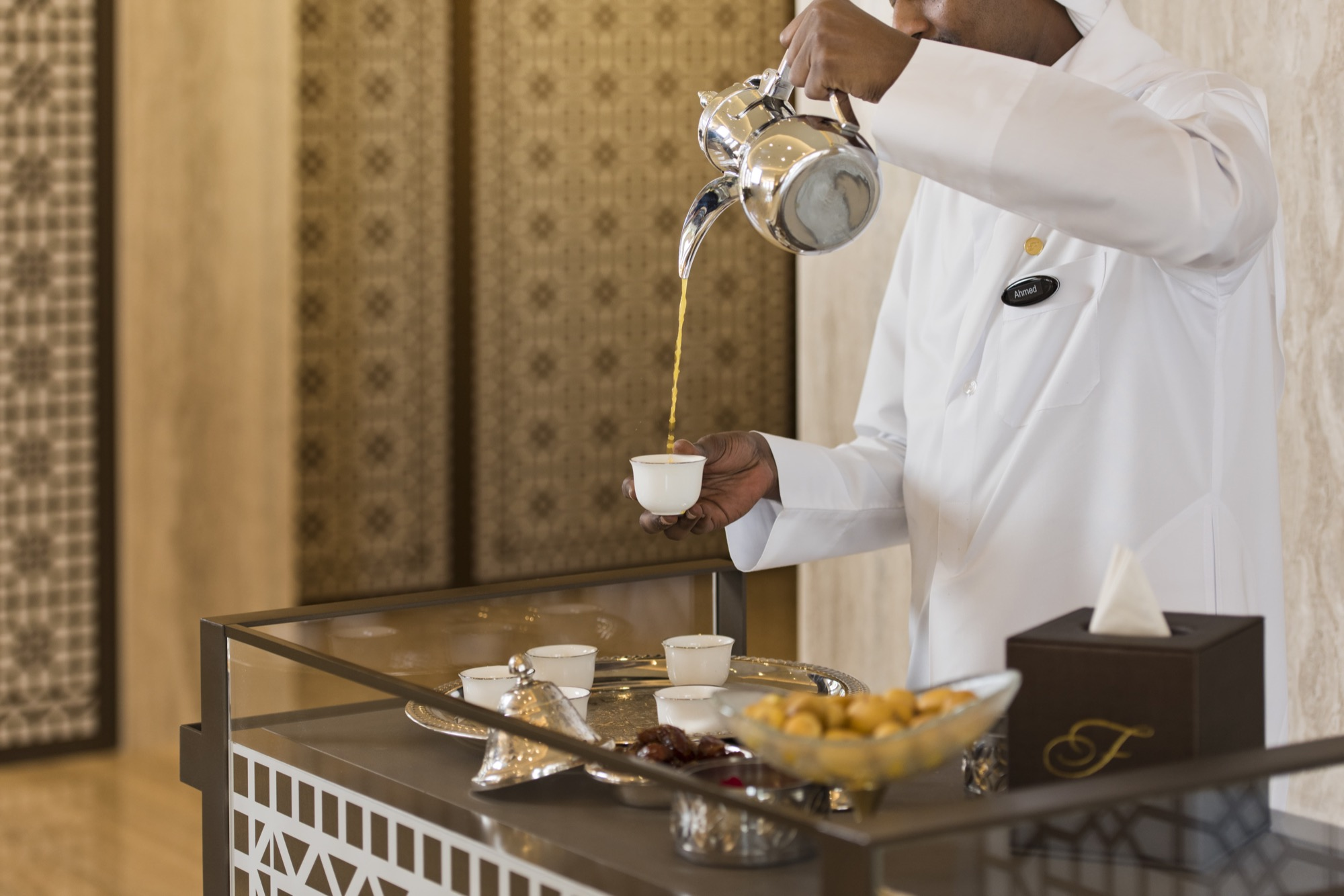 fraser_suites_west_bay_welcome_drink_pour_-_Arabic_coffee_at_the_lobby.jpg