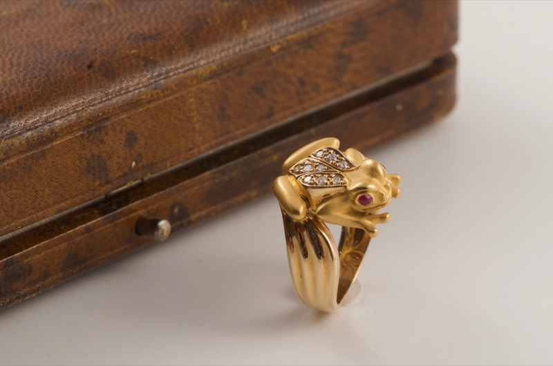 HR SHAPIRO & CO 18 carat gold frog ring 1980s.jpg