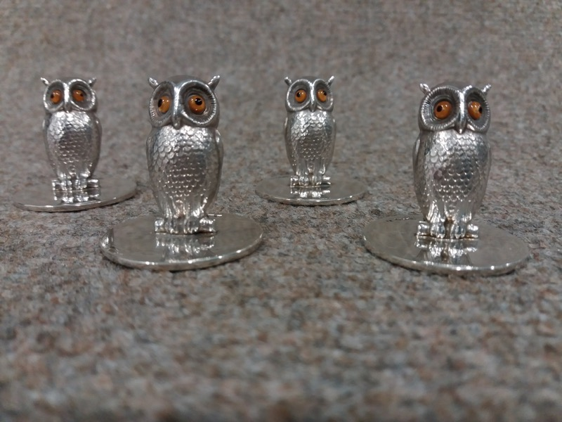 HR STEPHEN KALMS ANTIQUES set of 4 Sampson & Mordan silver owl menu holders.jpg